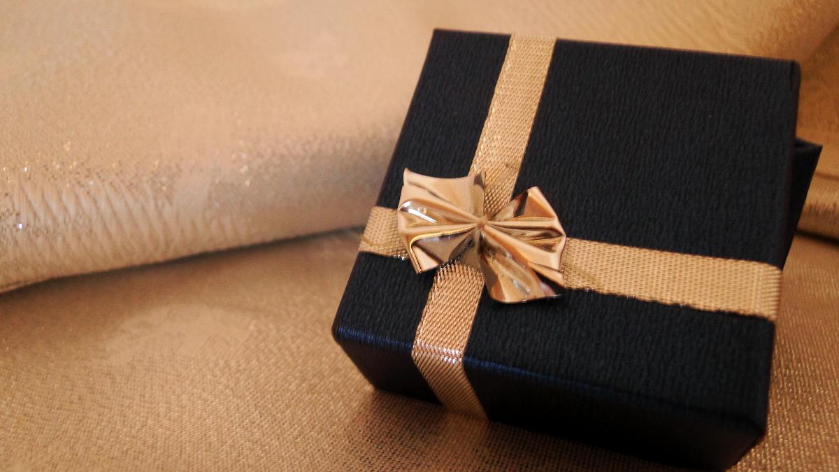 Что подарить на 18 лет I Подарки на 18 лет другу или подруге 85